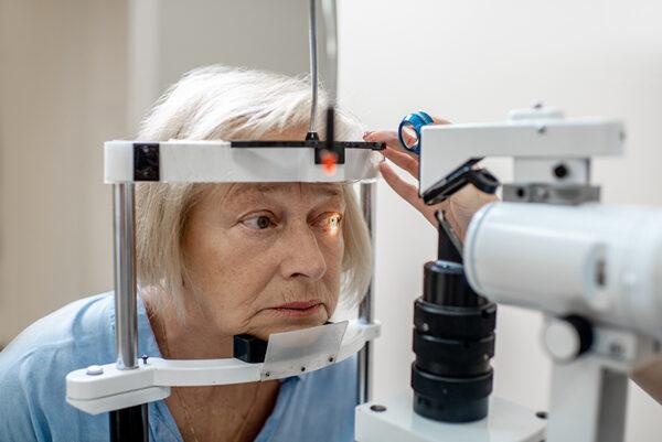 จอตาเสื่อมในผู้สูงวัย