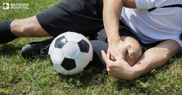 บาดเจ็บจากฟุตบอล รีบดูแลรักษาลงสนามได้ไว
